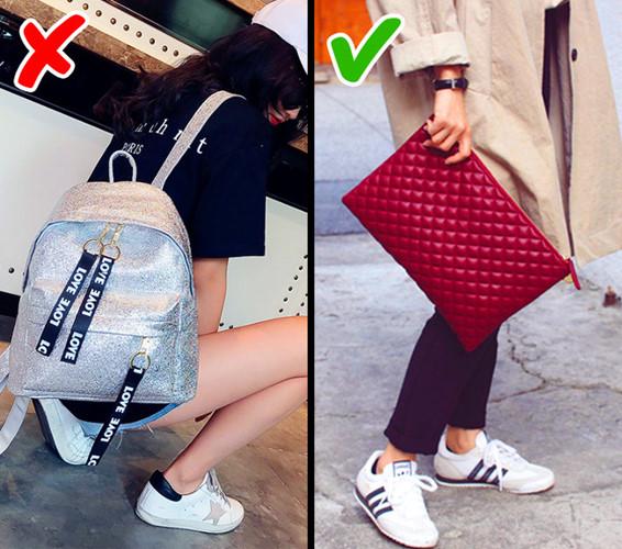 Thay vì dùng những chiếc balo, bạn nên cập nhật xu hướng thời trang của năm nay với ví cầm tay.