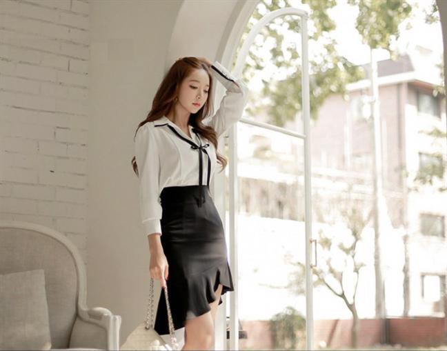 Với những chiếc áo viền, nàng có thể ưu tiên kết hợp cùng chân váy viền cùng màu để bộ trang phục trông phù hợp nhất.