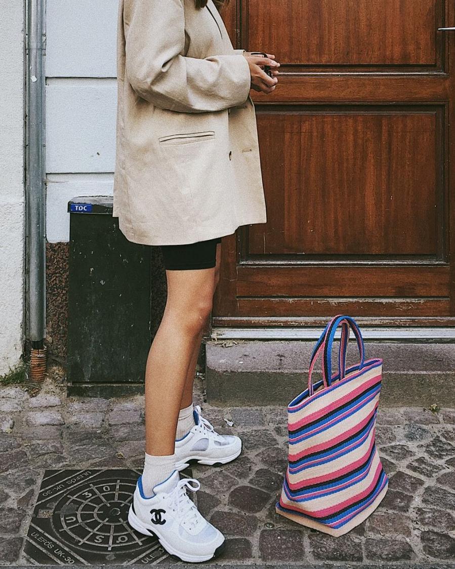 Các thương hiệu thời trang lớn vẫn đang không ngừng lăng xê những mẫu sneakers cồng kềnh.
