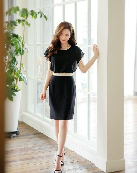 Nữ công sở U30 thanh lịch sang trọng cùng 1 mẫu đầm đen