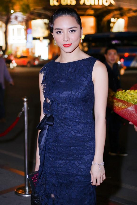 Á hậu Thiên Lý khoe vẻ đẹp mặn mà và sang trọng, thu hút sự chú ý của các khách mời dự chương trình.