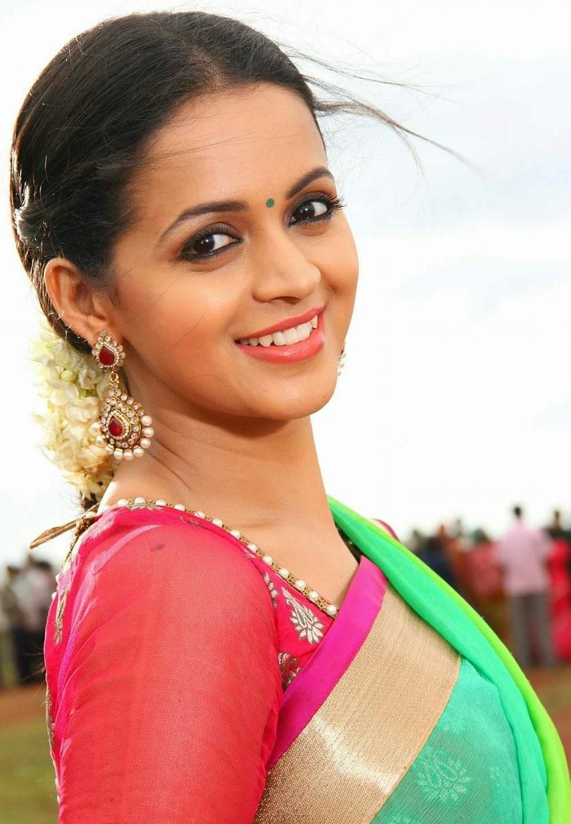 Telangana, Andhrapradesh, India Politics, Movie Reviews Bhavana new navel photos