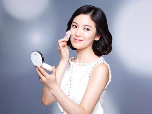 Clip: Học cách dùng phấn nước trang điểm chuẩn của sao Hàn
