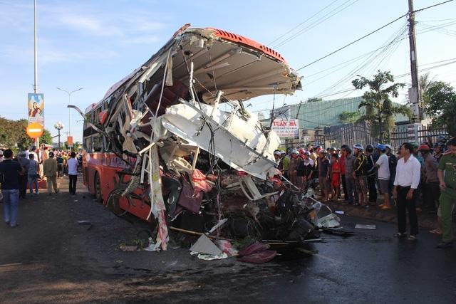 11 người chết trong vụ tai nạn xe khách kinh hoàng: ''Mọi người la hét thất thanh và tìm cách thoát thân