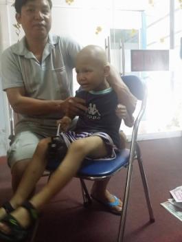 Bình Phước: Bé trai 5 tuổi mắc hai căn bệnh u não và u thận