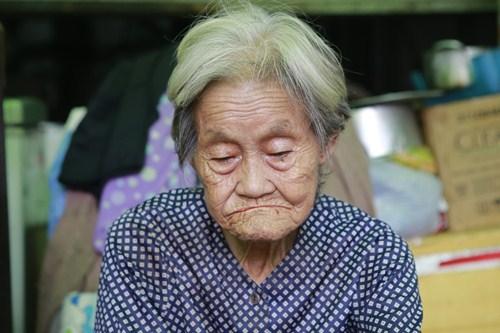 Người vợ già như muối xát vào tâm can khi chồng 81 tuổi đòi ly hôn