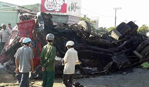 Tai nạn thảm khốc: 10 người chết, 24 người bị thương sau khi ôtô tải đối đầu xe khách