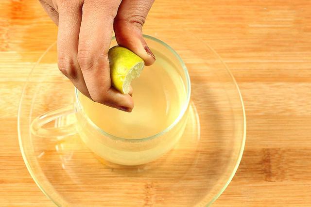 Nếu uống nước chanh mỗi sáng sau đúng 1 tuần điều kỳ lạ gì sẽ xảy ra với cơ thể?