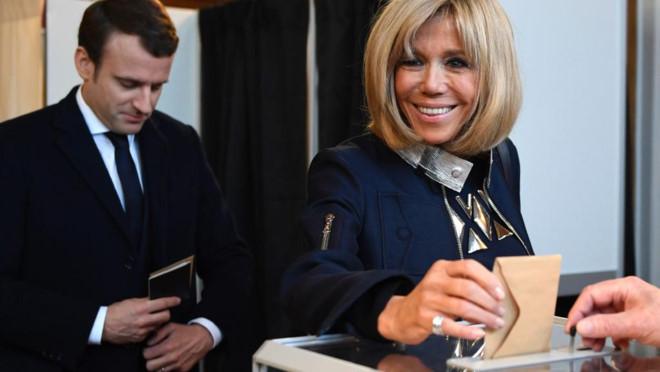 Bà Brigitte - vợ của tân Tổng thống Pháp Emmanuel Macron là ai?