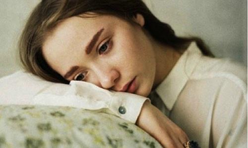 Ngay đêm tân hôn, tôi khóc tới tận sáng, còn chồng quỳ gối dưới đất cả đêm