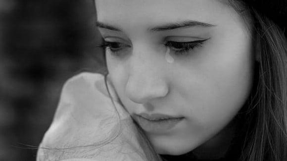 Đêm tân hôn tôi vừa khóc vừa ôm quần áo hốt hoảng vùng chạy khỏi nhà chồng