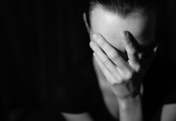Vô tình nghe cuộc nói chuyện của vợ tôi như muốn điên lên và hối hận, đau khổ tột độ