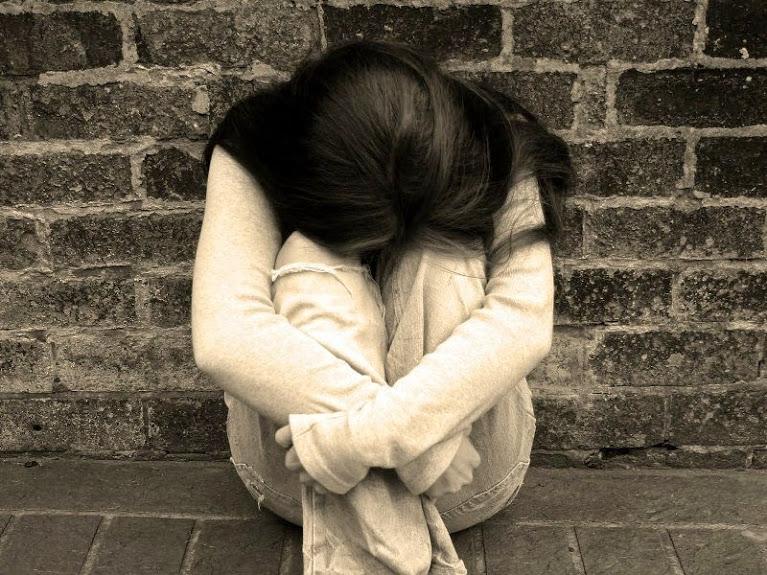 Chồng nhìn thấy tôi nằm đau đớn dưới đất anh chỉ nói một câu khiến tôi chết lặng