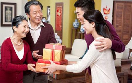 Trước khi kết hôn với một chàng trai, hãy xem cách bố mẹ anh ấy đối xử với nhau như thế nào