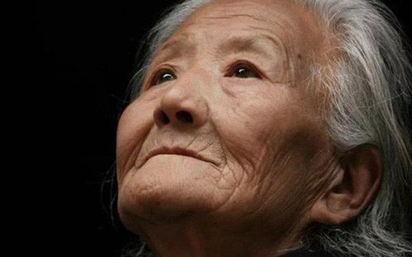 Bức thư tuyệt mệnh của người mẹ 80 tuổi 'hối hận vì sinh ra 4 con trai' khiến người người rơi lệ