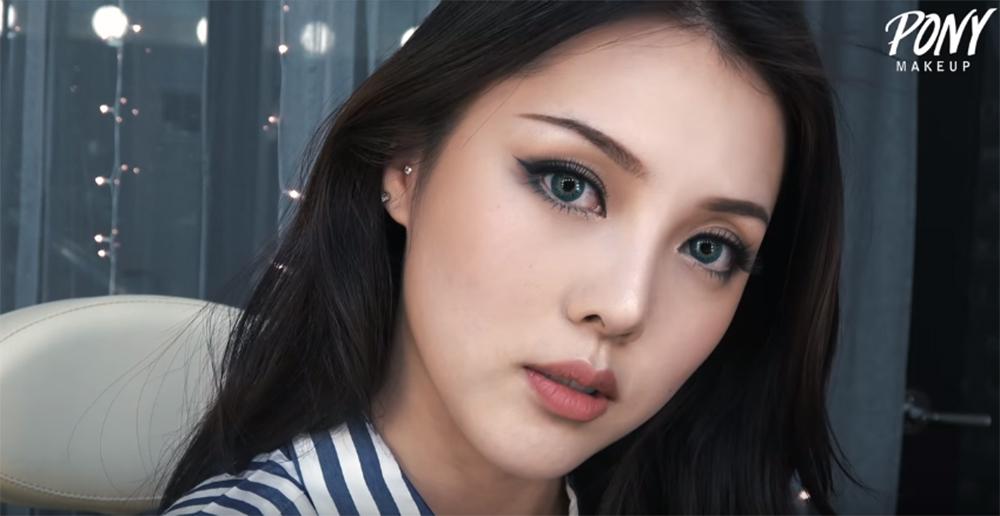 8.huong-dan-cach-trang-diem-kieu-tay-di-choi-giang-sinh-9-phunutoday.vn
