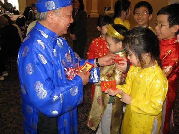 7.chon-nguoi-xong-dat-mo-hang-cho-gia-chu-tuoi-ky-mui-2-phunutoday.vn