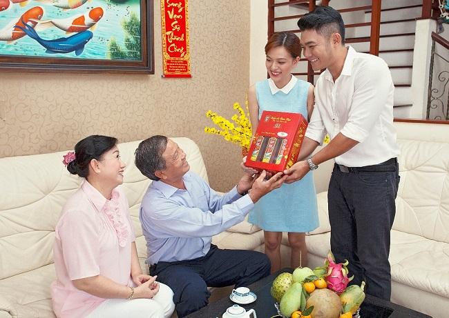 8.chon-nguoi-xong-dat-mo-hang-cho-gia-chu-tuoi-dinh-mui-2-phunutoday.vn (1)
