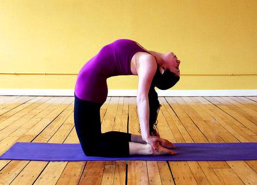 4.dong-tac-yoga-nao-chua-moi-vai-gay-hieu-qua-2-phunutoday.vn