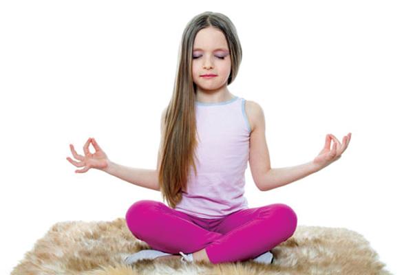 8.tre-em-tap-yoga-co-tot-khong-2-phunutoday.vn