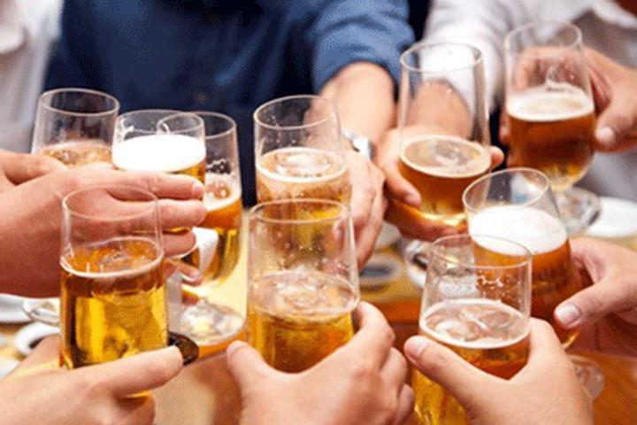 Vui tết, uống rượu như thế nào để tránh mắc bệnh