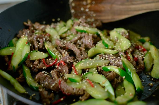 Làm món thịt bò xào dưa chuột thơm ngon, bổ dưỡng chiêu đãi cả nhà ngày cuối tuần