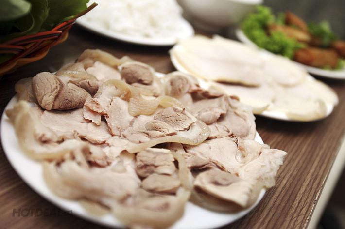 cach-luoc-thit  - cach luoc thit 1002 phunutoday - Cũng luộc thịt thôi nhưng chỉ cần thêm thứ này vào nước khi chế biến ăn bao nhiêu cũng hết, thơm ngọt, chín mềm