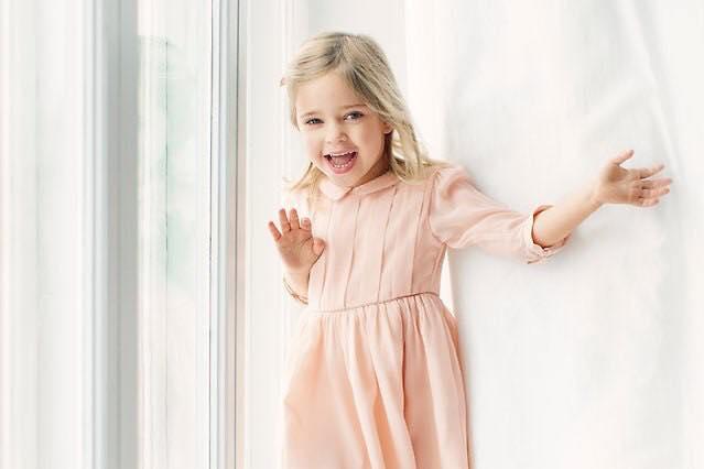Công chúa Leonore xinh đẹp, tinh nghịch có thể là đối thủ 'đáng gườm' của công chúa Charlotte