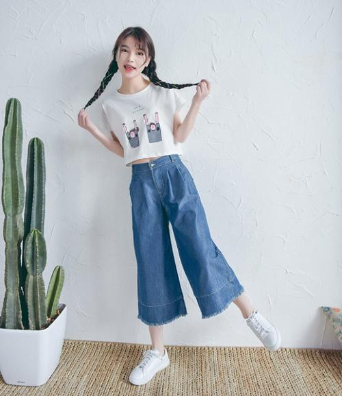 mac-dep-voi-quan-jeans-lung-ong-loe