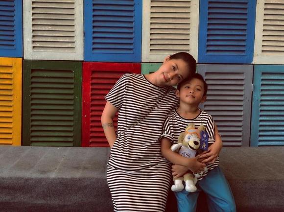 Bức ảnh Thùy Trang và con trai đã vui vẻ trở lại sau những sóng gió.