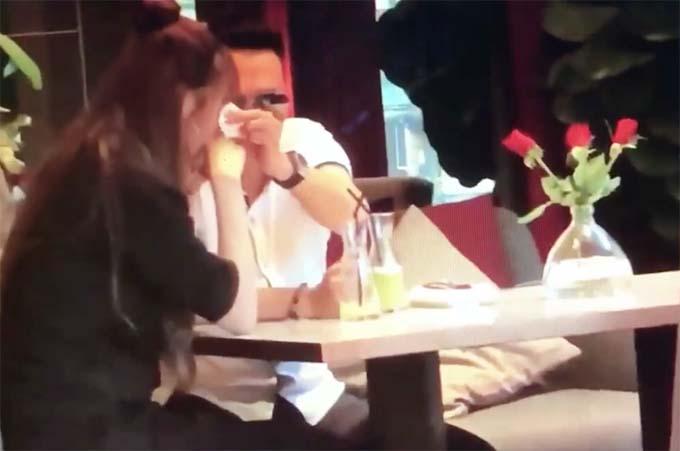 Ảnh cắt từ đoạn video, cho thấy người đàn ông ( được cho là giống diễn viên Việt Anh) đang khá thân mật với Quế Vân.
