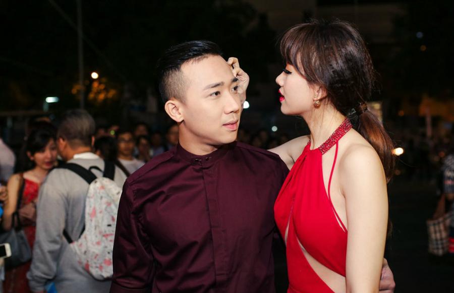 tran-thanh-hari-won-thoai-mai-hien-tinh-cam-tren-tham-do3-2334.jpg