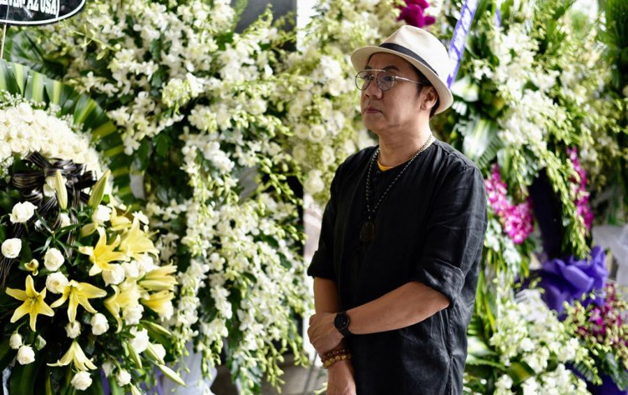 NSƯT Thành Lộc đến sớm tạm biệt đồng nghiệp thân thiết.