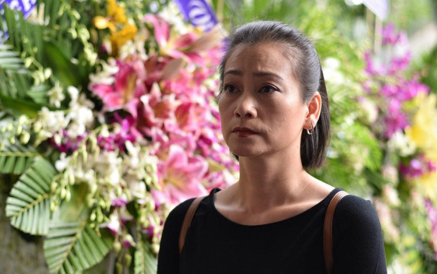 Nghệ sĩ Tuyết Thu lặng lẽ đến đưa tiễn người anh thân thiết lần cuối. Chị đã có nhiều năm đóng chung với Thanh Hoàng khi còn cộng tác ở sân khấu 5B, sau đó là phim Blouse trắng.