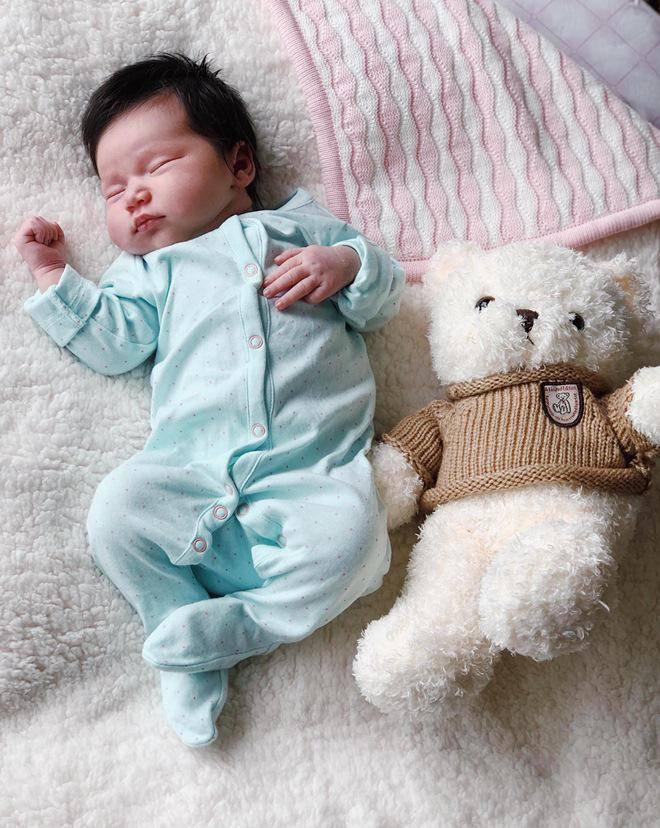 Hình ảnh đáng yêu của con gái Hà Anh.