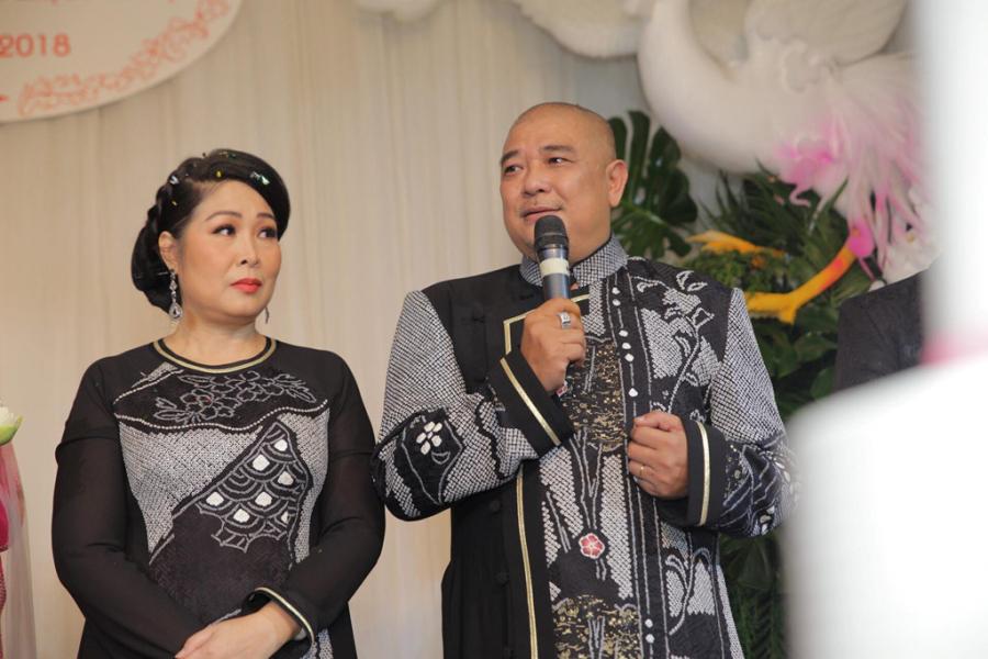 Vợ chồng Hồng Vân, Lê Tuấn Anh chia sẻ niềm hạnh phúc khi ngày vui của con gái có đông đủ bạn bè, đồng nghiêp và người thân tham dự.