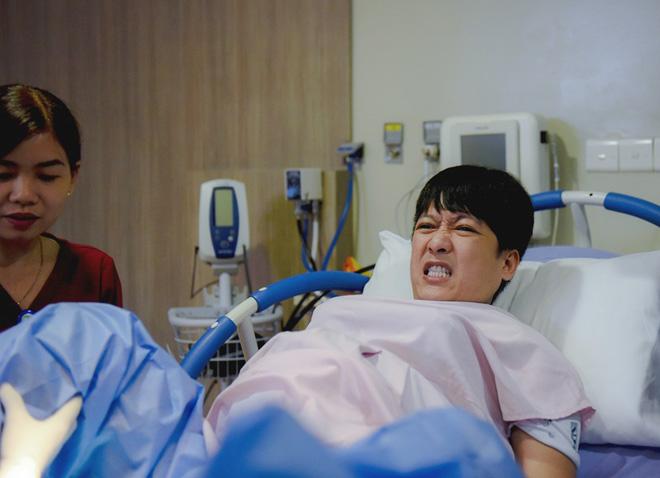 Trường Giang vật lộn với cơn đau đẻ.