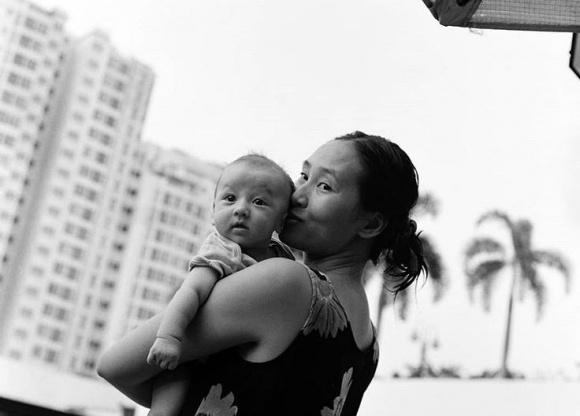 Trang Khiếu và con trai.