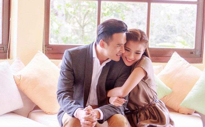 Cặp đôi lúc nào cũng mặn nồng như thuở mới yêu.