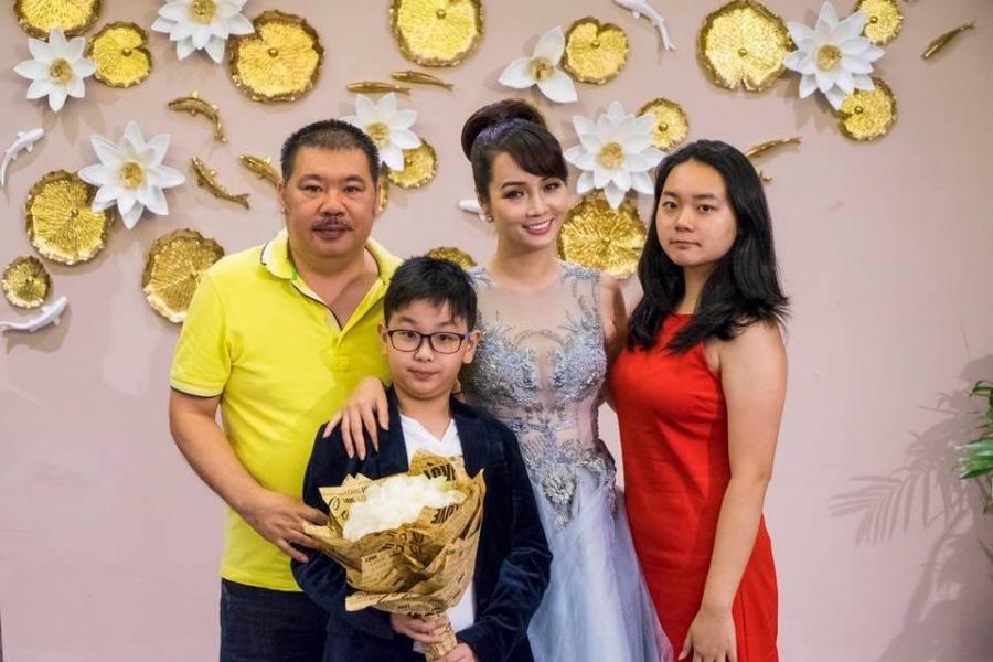 Gia đình hạnh phúc của Mai Thu Huyền.