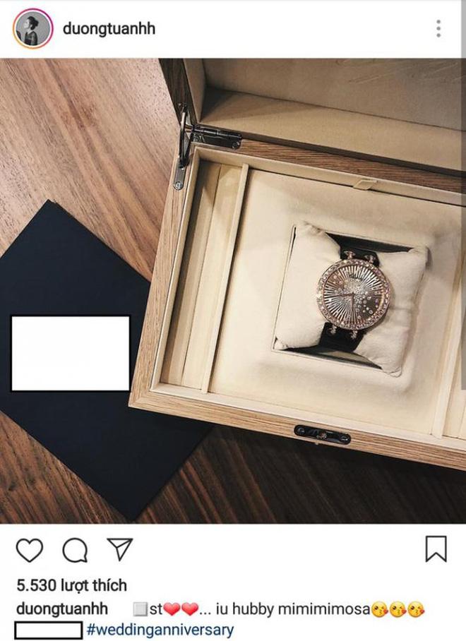 Tú Anh khoe quà đắt tiền của ông xã tặng nhân kỉ niệm 1 tháng ngày cưới.