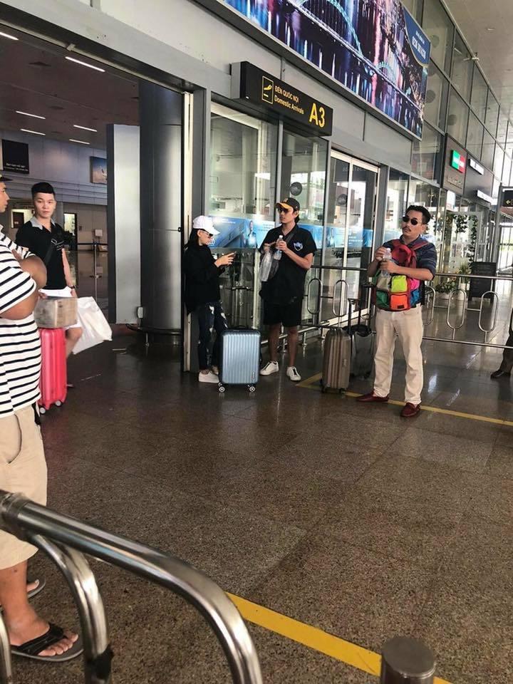 Kiều Minh Tuấn và Cát Phượng bị fan bắt gặp đi du lịch ở Đà Nẵng.