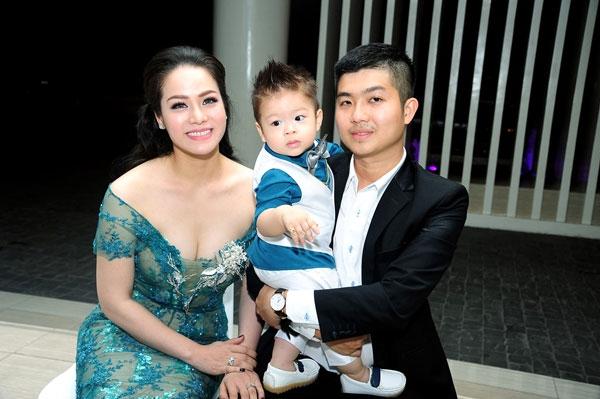 Nhật Kim Anh - chồng Bửu Lộc và con trai.