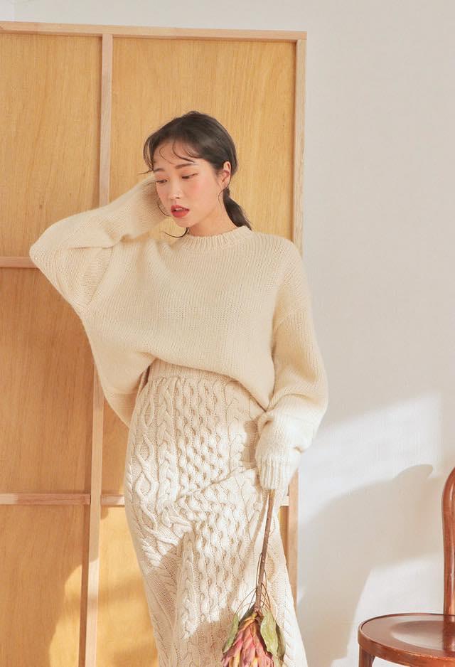 5 cách phối đồ với chân váy len đẹp dịu dàng mà ấm áp ngày đông
