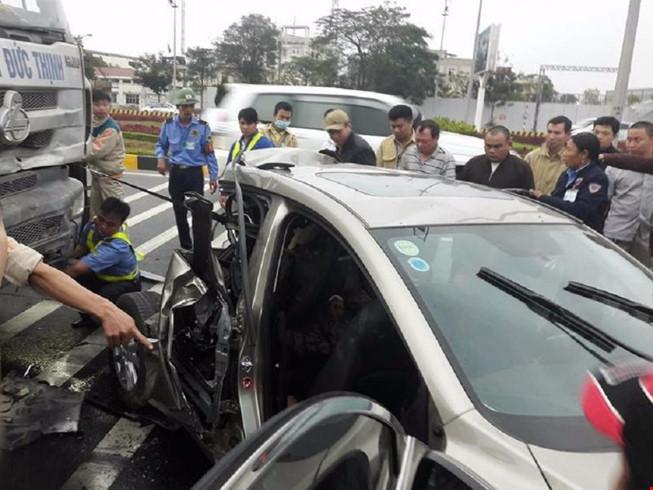 Tai nạn kinh hoàng: 2 phụ nữ bị thương nặng trên đường ra sân bay
