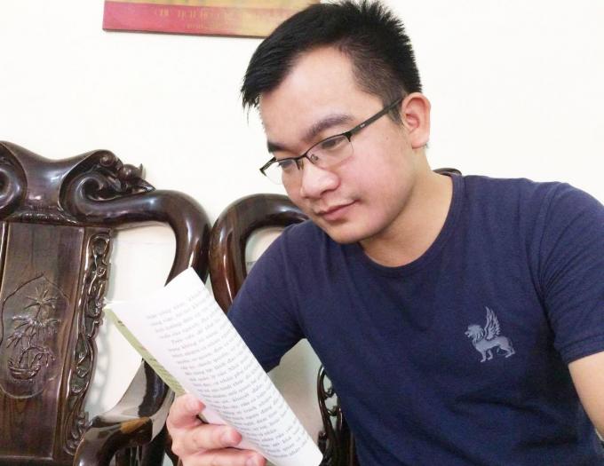 Phóng viên Đinh Hữu Dư trước khi gặp nạn khi tác nghiệp.