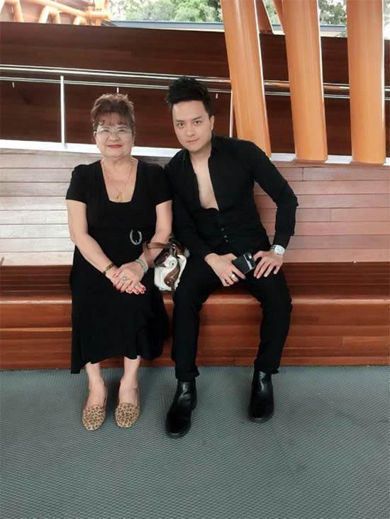 Bất ngờ nhan sắc trẻ trung ở tuổi 70 của mẹ Cao Thái Sơn