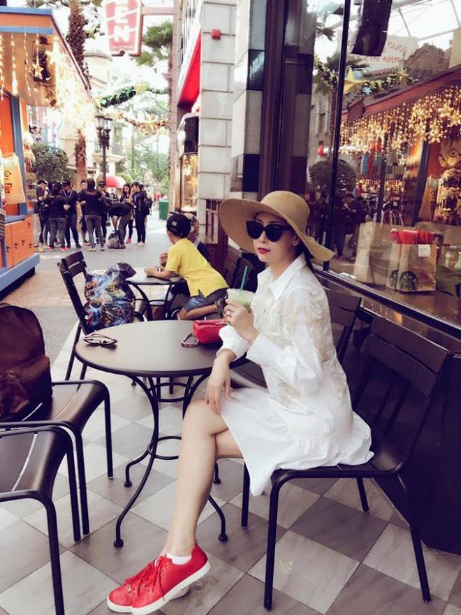 Trên trang cá nhân của mình, Hà Kiều Anh thường xuyên đăng tải những hình ảnh đời thường vô cùng xinh đẹp hay những chuyến du lịch sang chảnh mơ ước của nhiều người.