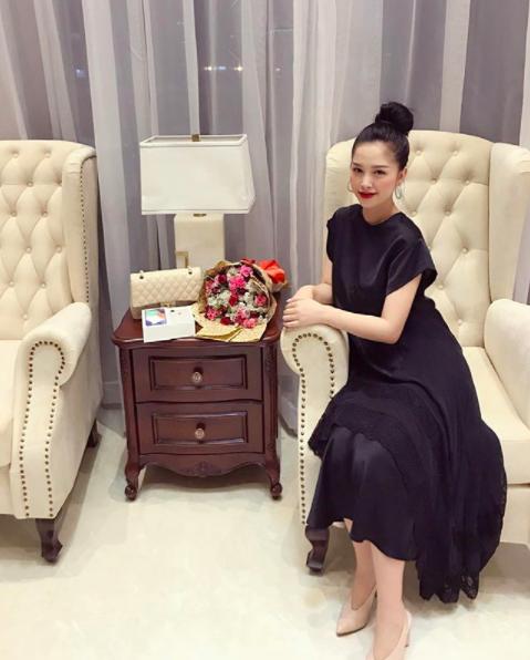 Trang Pilla tên thật là Đỗ Thị Thùy Trang, sinh năm 1994 và lớn lên trong một gia đình giàu có và có truyền thống kinh doanh ở TP HCM. Ngoài việc sở hữu ngoại hình xinh đẹp, Trang Pilla còn có vóc dáng gợi cảm, quyến rũ và từng làm người mẫu ảnh cho các tạp chí, kênh truyền hình tuổi teen trong nước. Năm 2013, Trang Pilla từng giành giải Ngôi sao tài năng trong cuộc thi Ngôi sao thời trang.