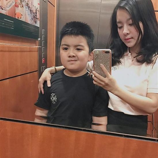 giat-minh-nhan-sac-single-mom-u30-8-nam-vat-va-nuoi-con-van-tre-trung-nhu-gai-16-3